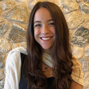 Headshot of Amalia.